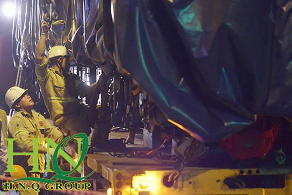 Sử dụng sling cáp thép hỗ trợ lắp đặt toa tàu Metro Cát Linh